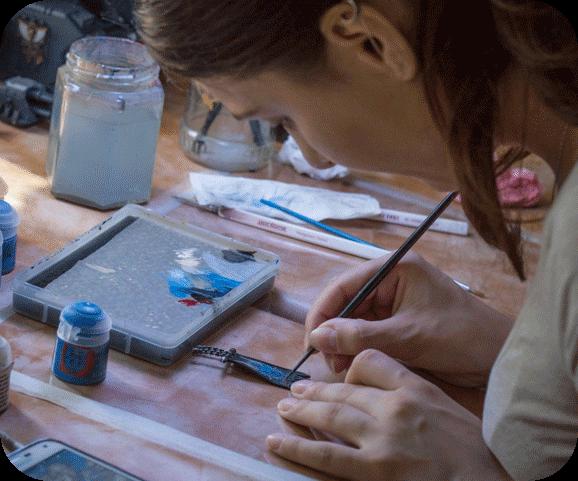 Top Miniatures girl painting