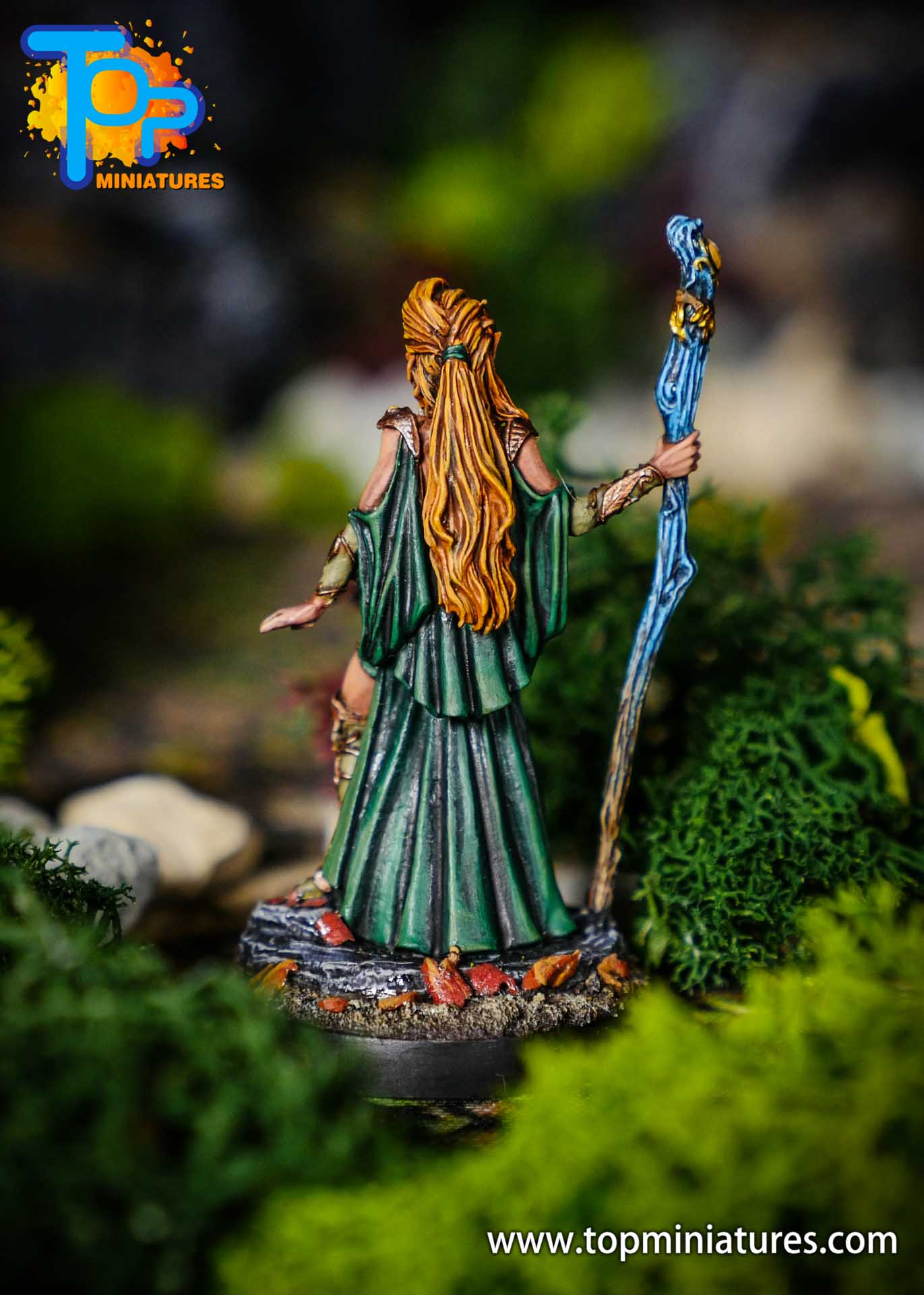 D&D wood elf female painted miniature (1)